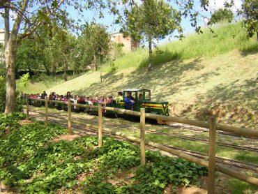 Sortida en família: descobrim diferents parcs amb trenet per anar amb nens.