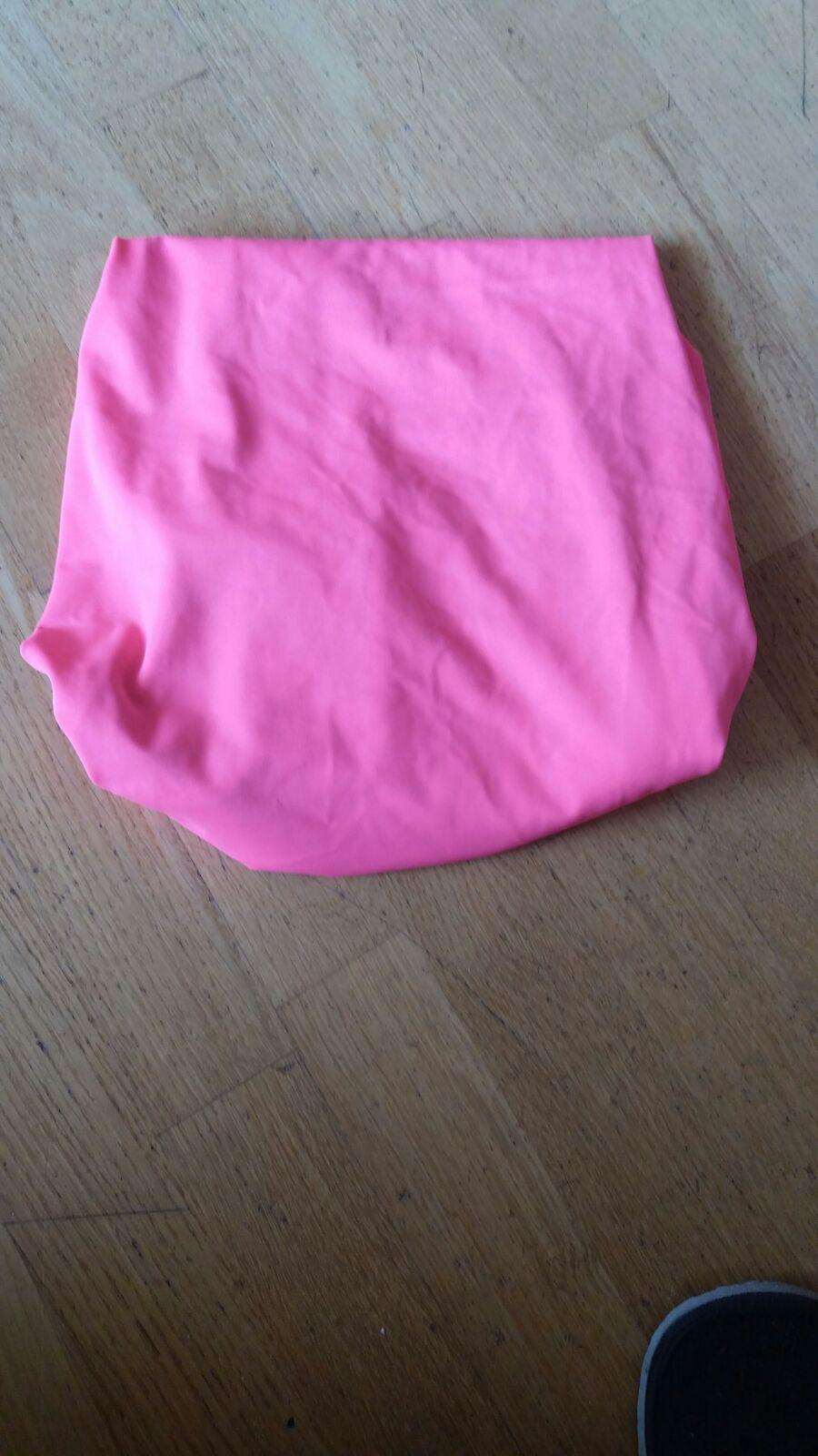 tros de tela elàstica rosa